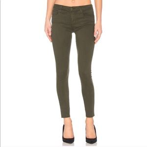 🆕 BCBGMAXAZRIA distressed cropped ankle jeans 26